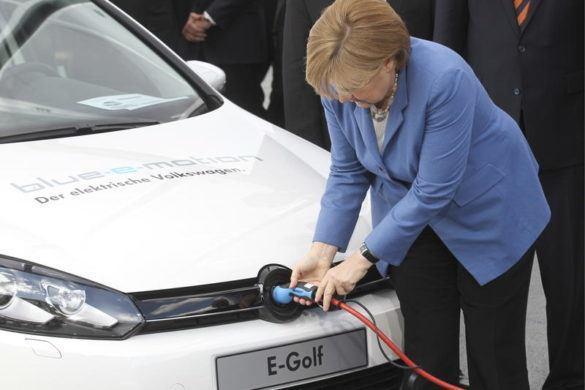 Németországban is pénzzel segítik a hibrid és elektromos autó vásárlókat