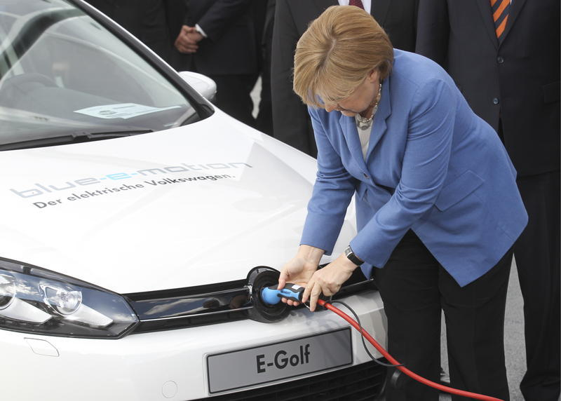 20160203-20160203115456angela-merkel-chancellor-German_zoldautok