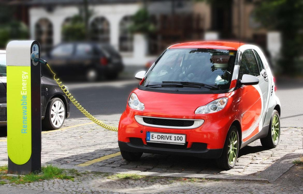 Electric_Car_recharging_zoldauto