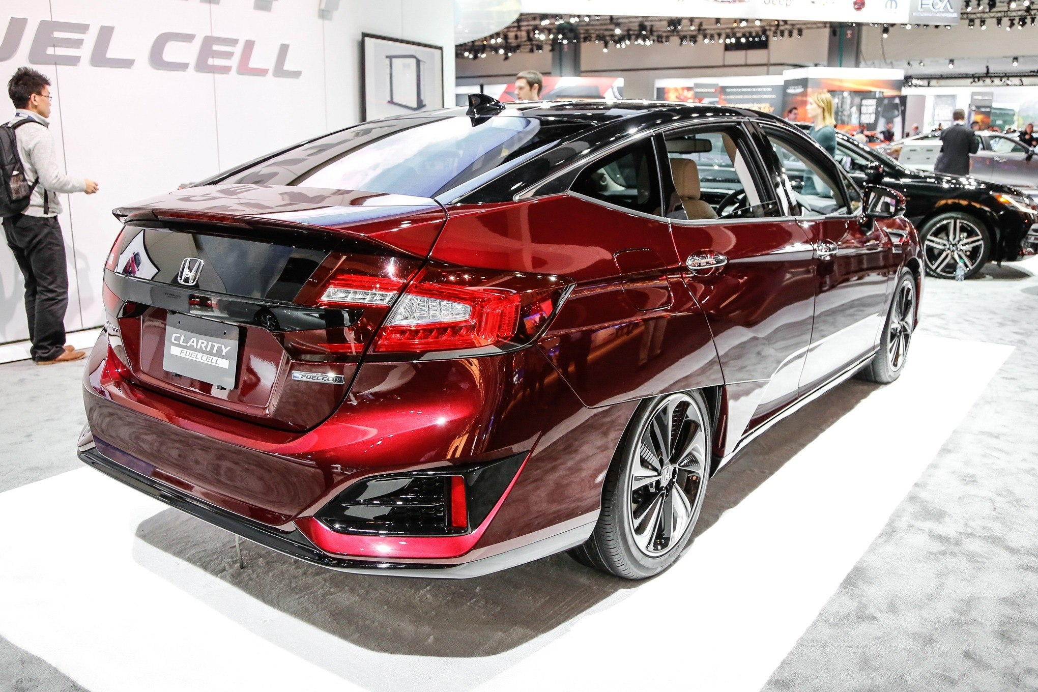 Honda-Clarity-Fuel-Cell-rear-three-quarter_zoldauto