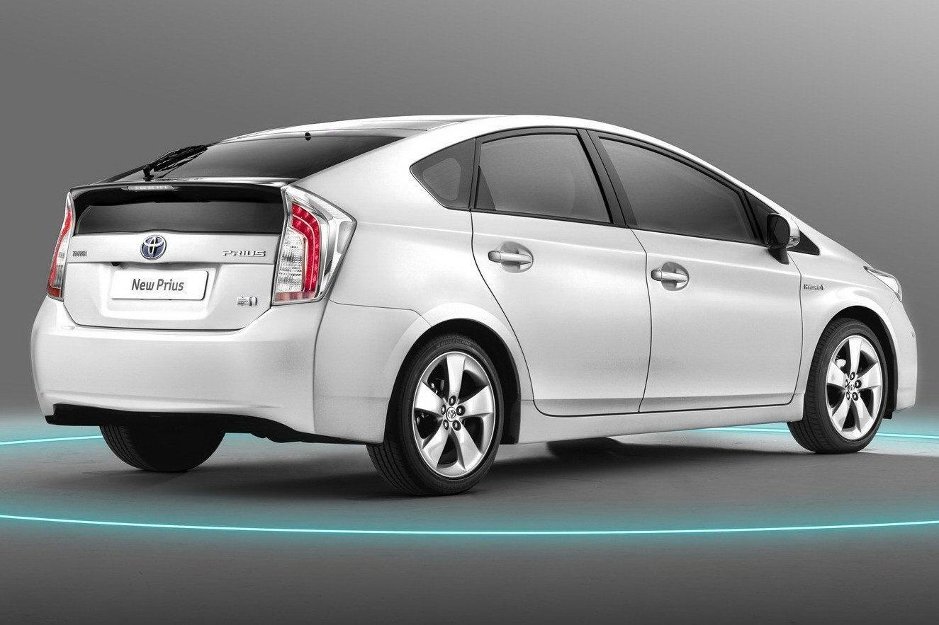 New-2012-Toyota-Prius-Carscoop-814