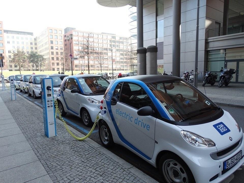 electric-car-674862_960_720_zoldautok
