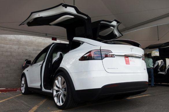 Készül az első európai Tesla Model X