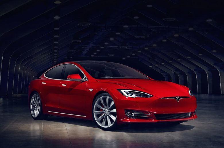 Ráncfelvarrást kapott a Tesla Model S