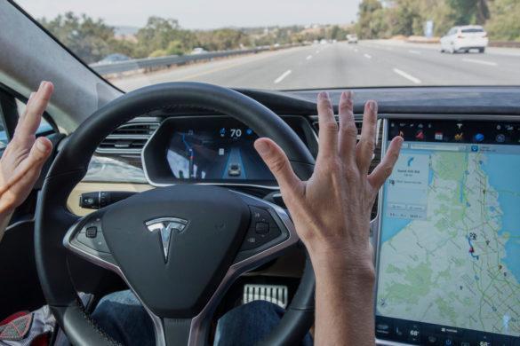 Biztonságosabb a Tesla robotpilótával, mint anélkül