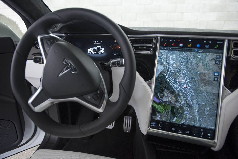 Titkos frissítéseket ad ki a Tesla