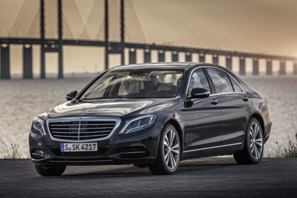 A Mercedes S-osztályának új generációja már vezeték nélkül is tölthető lesz