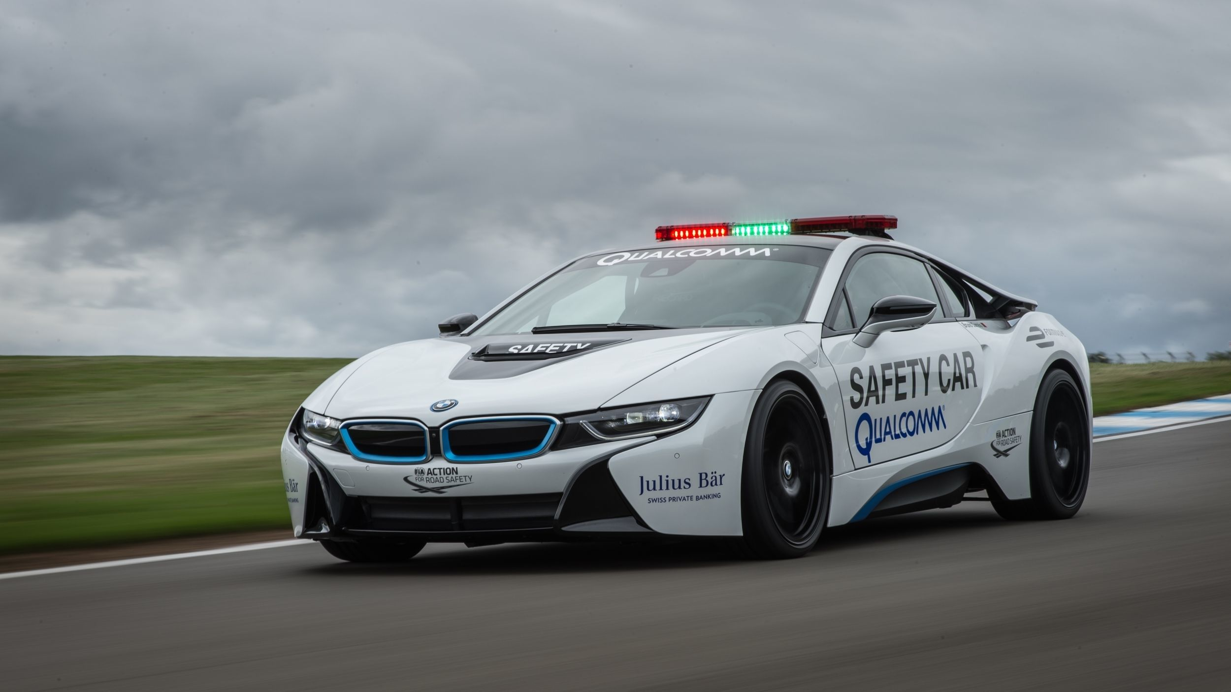 bmw-i8-safety-car-main-image_zoldautok