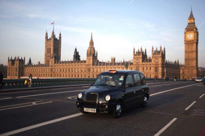 Jönnek a plug-in hibrid taxik London utcáira