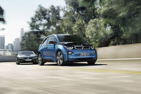 Megnövelte elektromos autója hatótávját a BMW, érkezik az i3 (94 Ah)