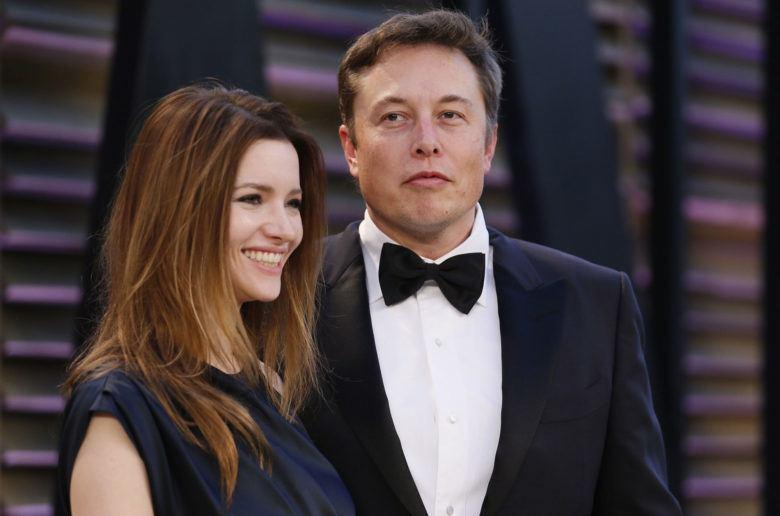 Elon Musk felesége bemutatja hogyan ne használd az autopilótát