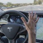 Videó: alszik a Tesla tulajdonos, miközben az autó magát vezeti