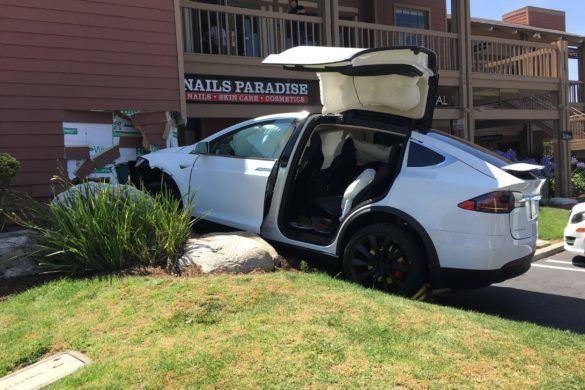 Itt az eddigi legijesztőbb Tesla baleset