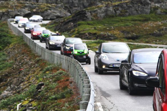 electric-car-rally-in-geiranger-norway-image-norsk-elbilforening_zoldautok