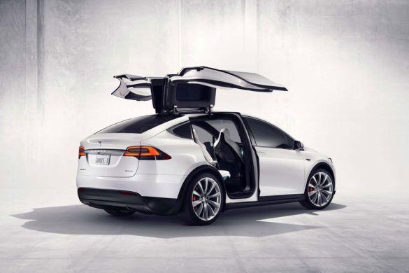 A Tesla ingyen napellenzőt ad a Model X tulajdonosoknak
