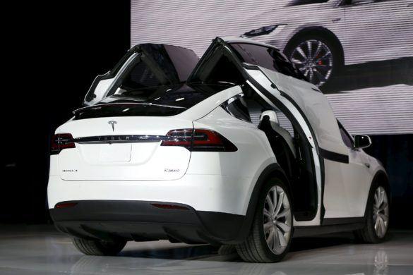 Szárnyaszegett Tesla Model X