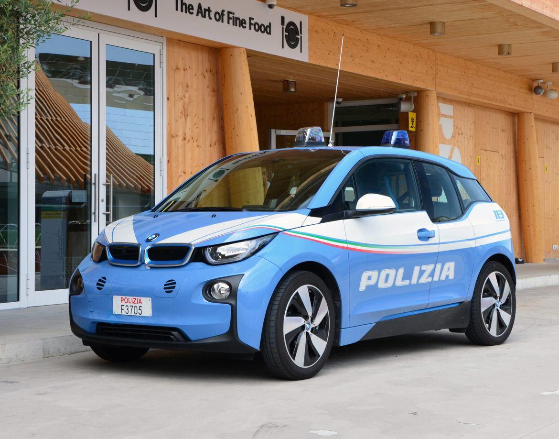Kigyulladt Rómában a rendőrség BMW i3-asa