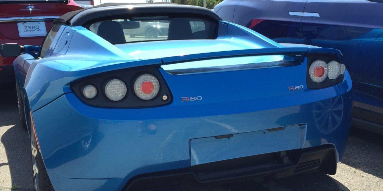 Utcán az új Tesla Roadster