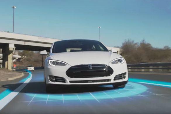 """A Tesla """"szankcionálni"""" fog a biztonságért?"""