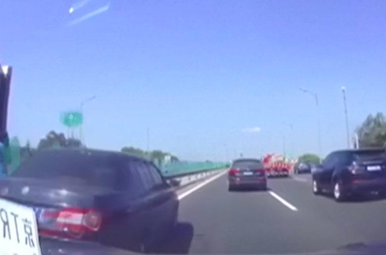 Az első kínai Autopilot baleset - VIDEÓ!