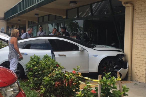 Újabb érdekes Tesla baleset