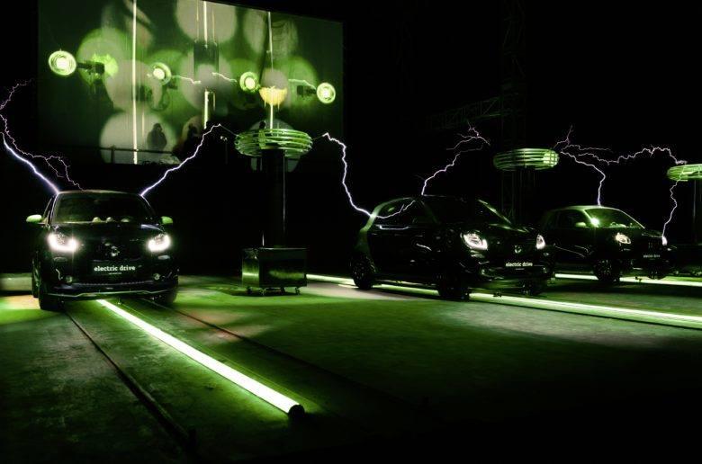 Zenére mozognak az elektromos Smart-ok