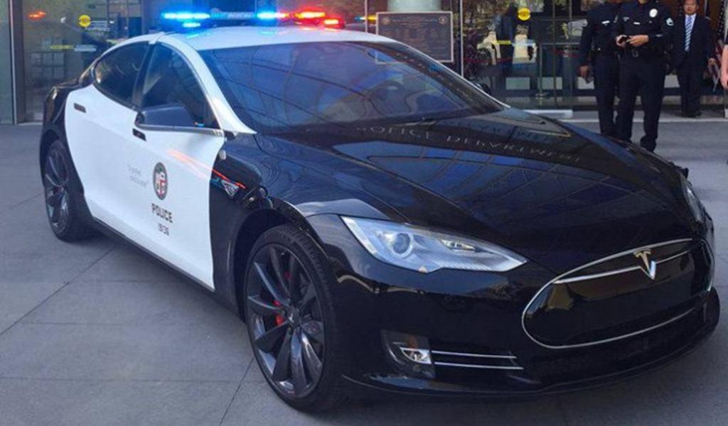 Mégis jöhetnek a Model S rendőrautók?