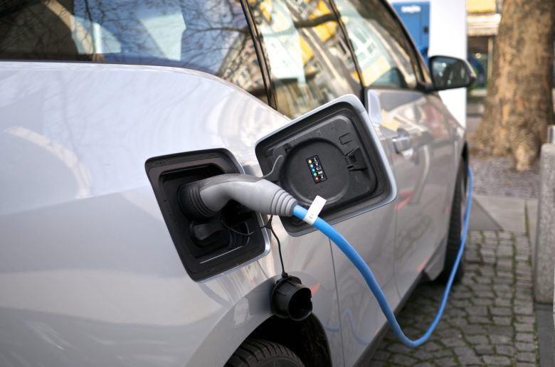 charging_electriccar_bmw_i3_zoldautok