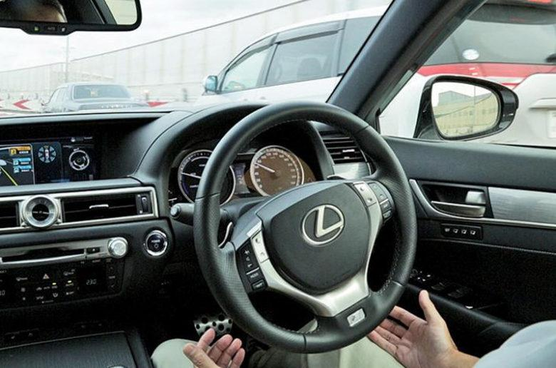 A Toyota nem váltaná le az emberi sofőröket, csak védené őket