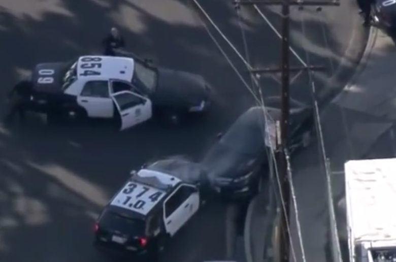 Fél órán át üldözték a rendőrök a lopott villanyautót