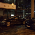 Tesla Model X vontatja a Model S-t, miközben feltölti