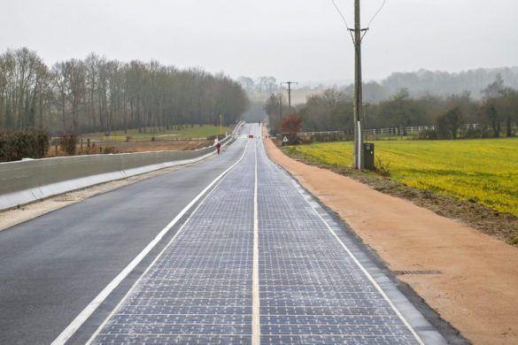 Átadták a világ első napelemes útját