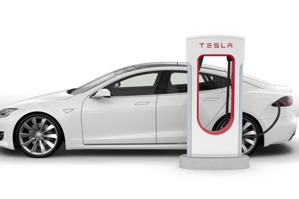 A Tesla ezentúl bírságolja a töltőoszlopoknál parkolókat