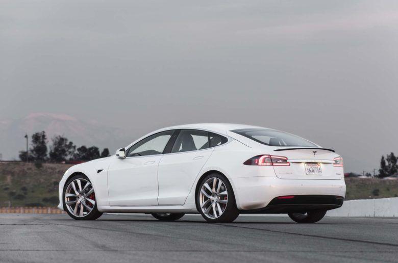 Még gyorsabb lett a Tesla Model S
