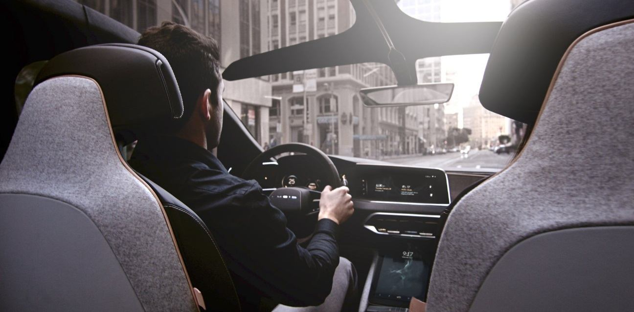 Lucid-Air-San-Francisco-driving-interior-roof_zoldautok