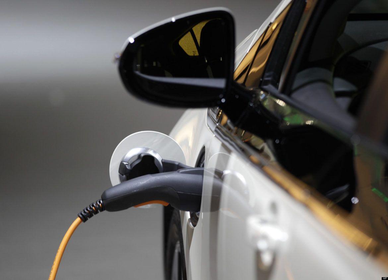 Elektromos autó töltőket telepít a Shell