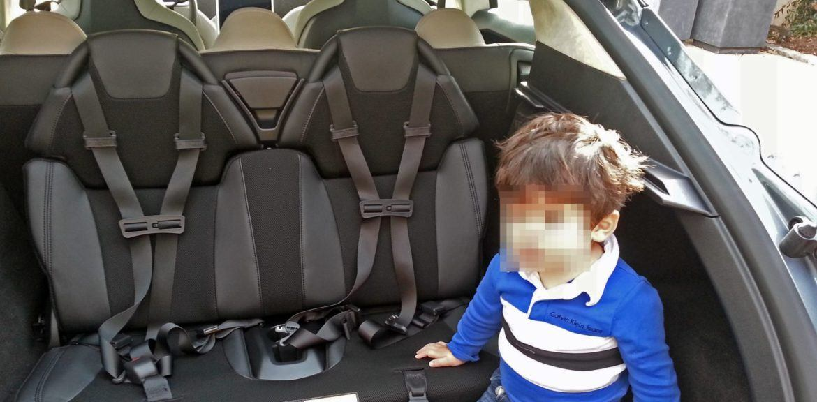 tesla_model_s_rear_child_seats_zoldautok