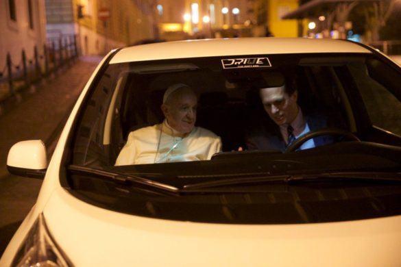 Már a pápa is villanyautóval közlekedik
