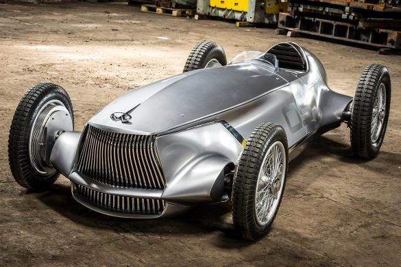 Retró villany-versenyautó prototípus az Infinititől
