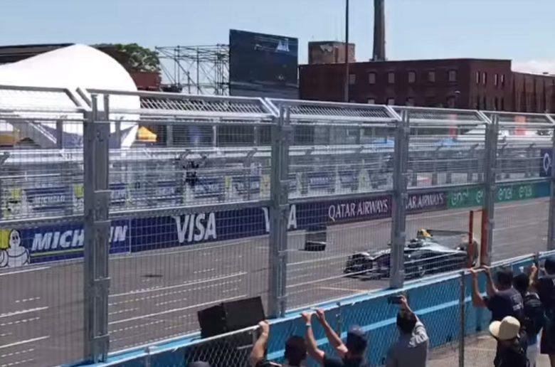 Villany-versenyautóval versenyzett a drón, baleset lett a vége - VIDEÓ