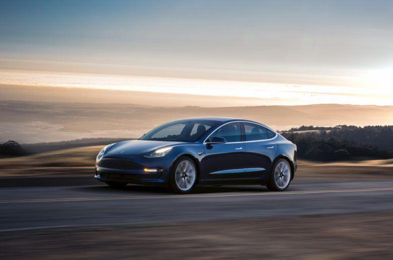 Így spórolhatsz 400 000 forintot Model 3 vásárláskor