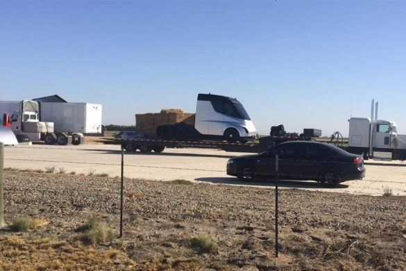 Úgy tűnik, idő előtt lekapták a Tesla kamionját