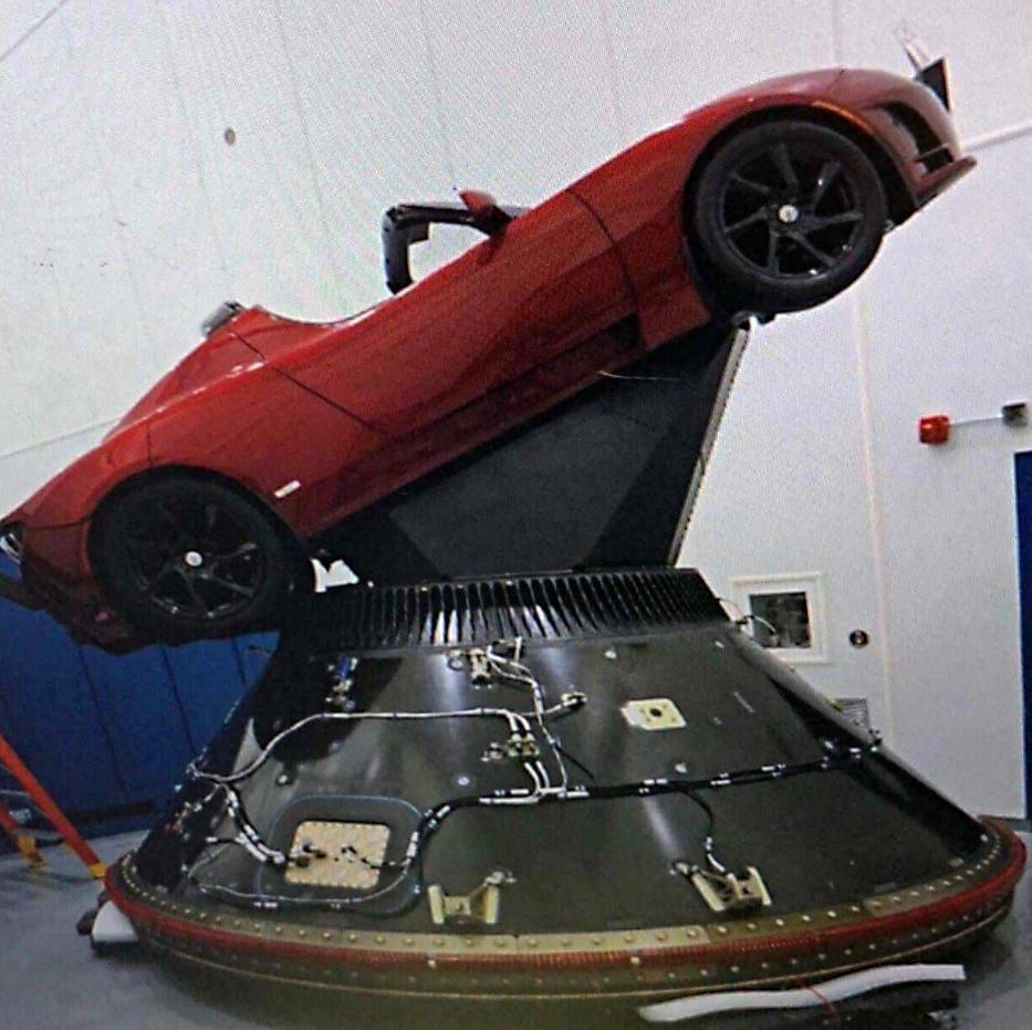 Musk a Marsra küldi az első Teslát