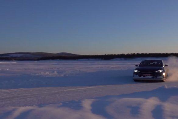 Ilyen szépen nem driftelt még Model S - VIDEÓ