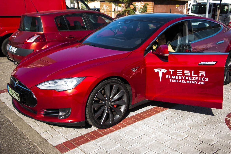 Ilyen érzést nyújt egy 762 lóerős Tesla - Videó