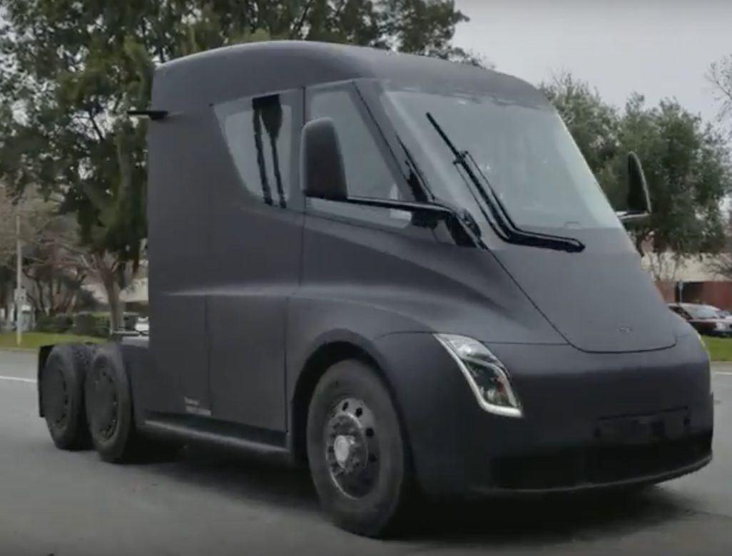 Közúton látták a Tesla elektromos kamionját - Videó