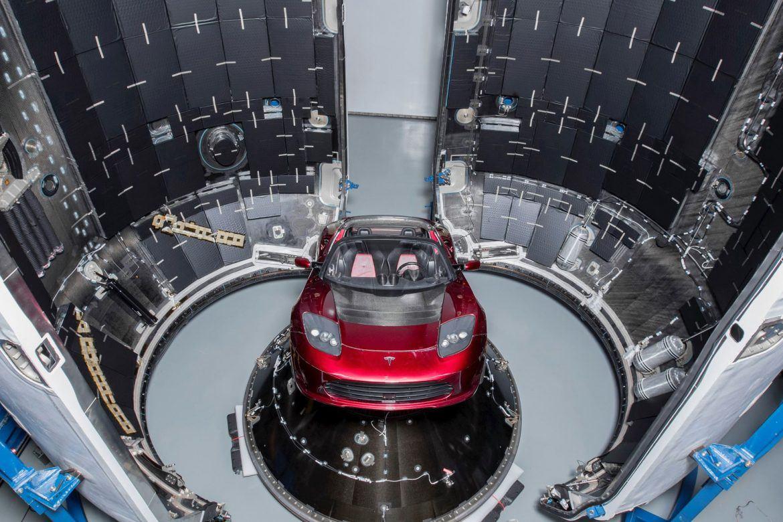 Ma az űrbe juthat egy Tesla