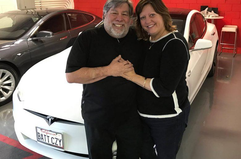steve_wozniak_apple_tesla_model_s_zoldautok