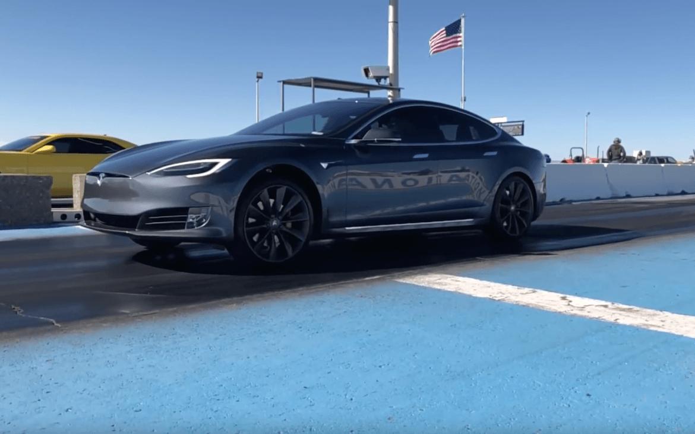 Szuperlassításban a Tesla indulása