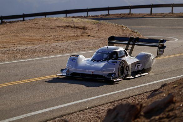 Ezzel az elektromos vadállattal döntene rekordot a Volkswagen - Videó
